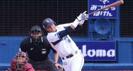 Yulieski Gourriel pretende que su equipo japonés suba en la tabla de oisiciones a base de su oportuno bateo.