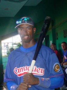 Leslie Anderson jugando en Cuba