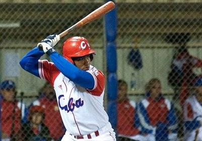 Alfredo Despaigne sacó la cara por Cuba con un jonronazo