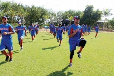 Dominicana trae un equipo casi amateur